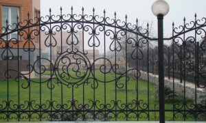 Как самостоятельно собрать кованый забор?