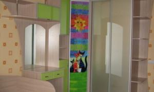 Шкаф купе в детскую комнату: что следует учесть?