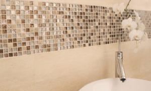 Особенности и преимущества мозаичной плитки
