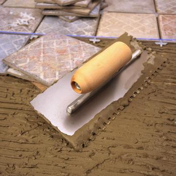 Выполнение работ по наклеиванию плитки