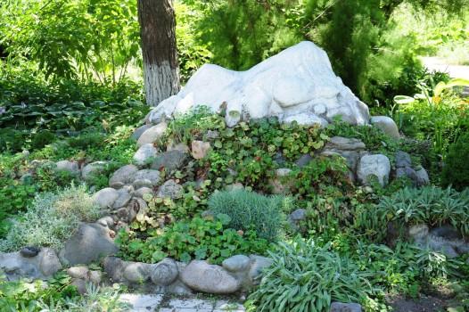 альпийская горка из камней
