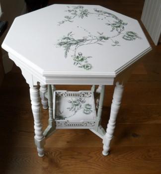 белый столик после декупажа