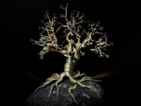 красивое дерево из бусин и проволки