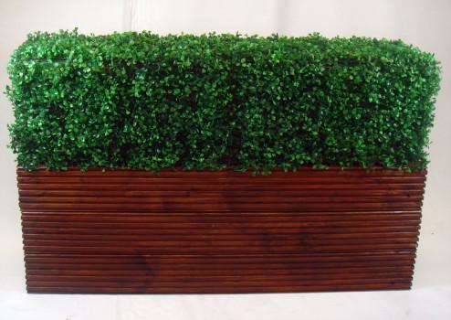 топиарий в деревянном горшке