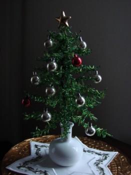 маленькая елка из бисера