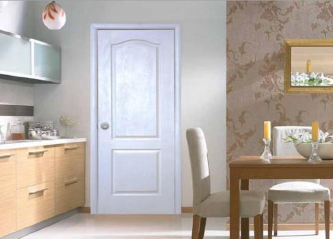 белые покрашенные двери