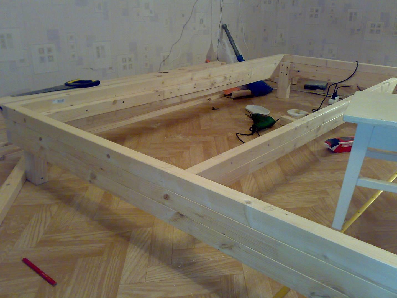 Как изготовить кровать из дерева своими руками 60