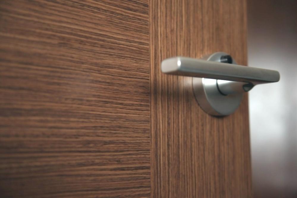 Декор дверей своими руками: разные способы