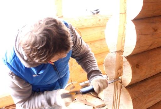 Вырезание сруба под установку двери