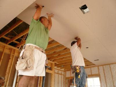 Современные способы отделки потолков мансардных помещений