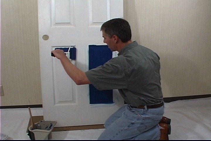 Чем покрасить старую межкомнатную дверь своими руками