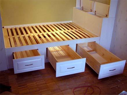 Ящики в кровати-подиуме