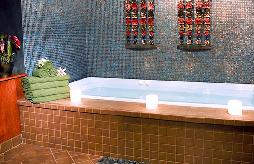 Декор панели в ванной