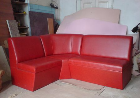 Стационарный угловой диванчик