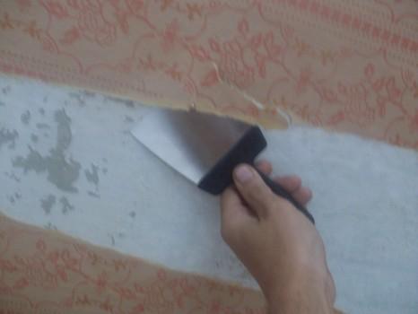 Удаляем старые декоративные покрытия на стенах