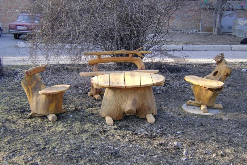 Поделки из дерева для дачи + фото