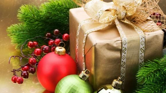 Упаковка подарков обоями