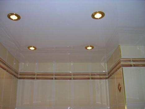 Способы отделки потолка в ванной комнате