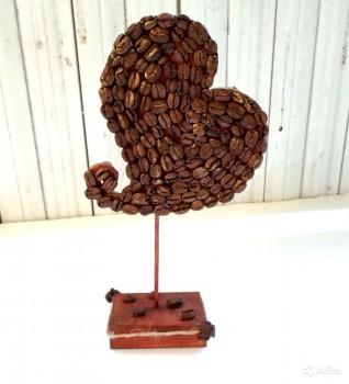 Топиарий-сердце из кофейных зерен