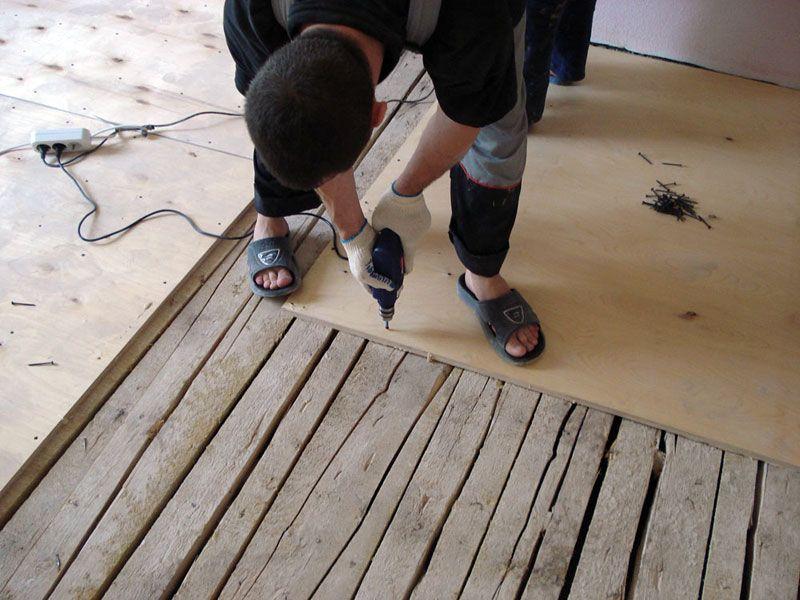 Укладка линолеума на деревянный пол своими руками