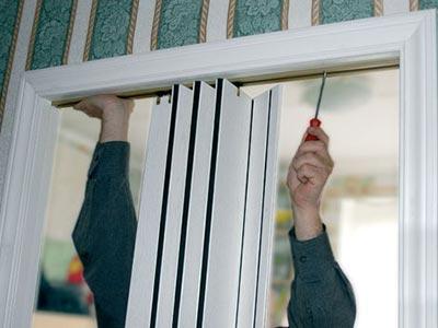 Установка двери гармошки своими руками