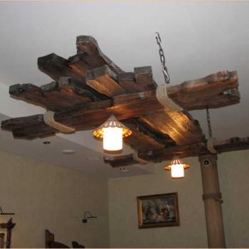 Большая деревянная люстра