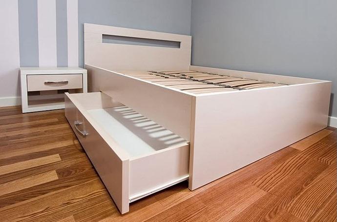 Кровать с выдвижным ящиком своими руками