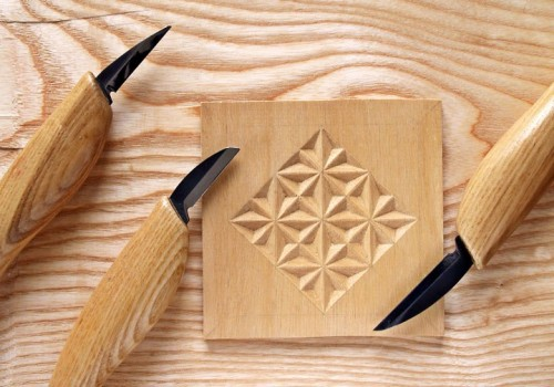 Какие инструменты нужны для резьбы по дереву?