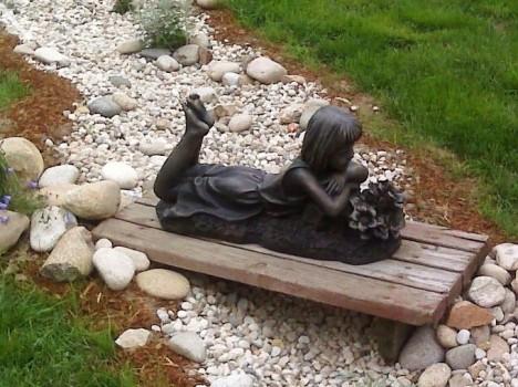 Оригинальный декор в саду