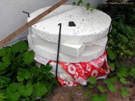 Как самостоятельно утеплить колодец перед зимой?