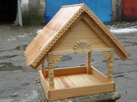 Деревянные кормушки для птиц