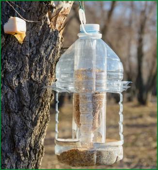 Пластиковые кормушки