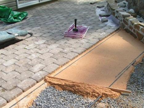 Самостоятельная укладка тротуарной плитки на участке