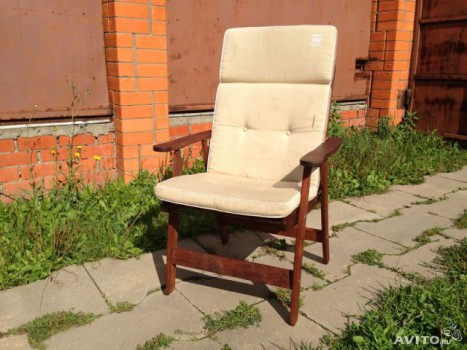 Кресло с мягкой накидкой